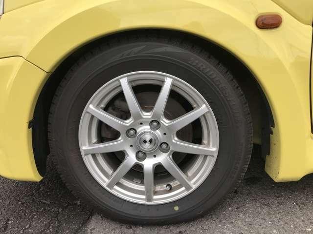 装着タイヤはスタッドレスです。バッチリ車高短です!