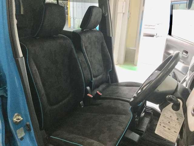 フロントシートもすっきり広々♪