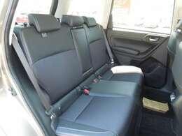 後部座席も広々!みんなでドライブに行くときも活躍しそうなお車です!