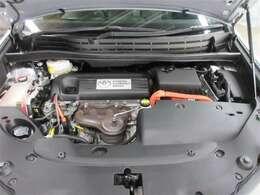"""""""エンジンとモーターの2つの動力を最適な効率で組み合わせる事により、低燃費と走行性能を両立。 排出するCO2も同クラスのガソリン車に比べ大幅に低減しているので、環境にも優しいです♪"""""""