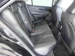 ★後部座席も当然、綺麗・清潔に仕上げております。内装の綺麗なお車は気持ちが良いですし、内装の綺麗なお車はコンディション良好のモノが多いです。
