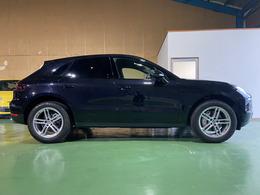 平成28年式ポルシェ マカンS PDK 4WD 走行8980キロ エントリー&ドライブ プラスチックサイドブレード サイドウインドウトリムブラック(ハイグロス) 人気のジェットブラックメタリック
