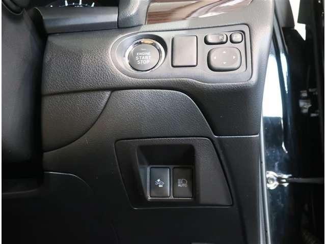 キーが車内にあれば、エンジンの始動・停止はブレーキを踏んでスイッチを押すだけ。また、ミラーをドライバーに適した位置に調節することや、格納することがボタン一つで操作可能です♪