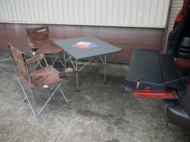 ラゲッジスペースのカーゴフロアを車外に取り出しOPパーツにてテーブルに早変わり致します。画像はイメージです。付属しておりません。(^^)