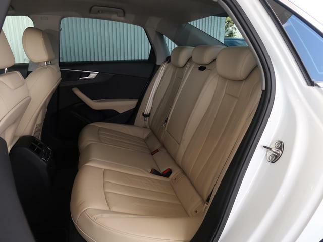 ホールド性が高く、ほどよく固いリアシートは長時間乗車も快適に過ごす事ができます!!