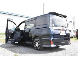 トヨタ ヴォクシー 2.0 ZS ウェルキャブ 助手席リフトアップシート車 4WD