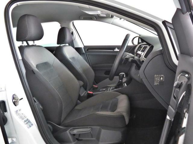 ハイラインの運転席シートはシート両サイドのサポートが強くなっております。