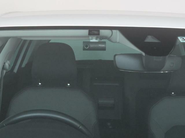 ドライブレコーダーは、フロントのみですが、すでに装備されております。
