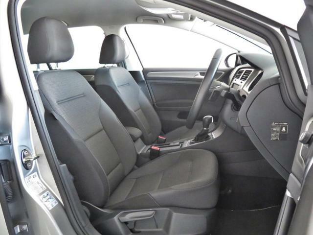長距離運転を前提として造り込んでいるドイツ車のシートは適度に堅く、疲れ難い仕様となっております。
