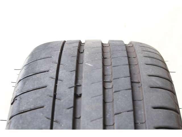◇MICHELIN Pirot Super Sport◇4本共に2019年製の約8、9部山とまだまだご使用頂けるタイヤです。勿論サイドウォールダメージやパンク修理跡もございません。