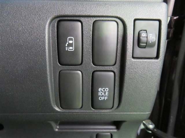 小さなお子さまがいるととっても重宝するパワースライドドア。開閉は運転席からボタンひとつでできて便利♪
