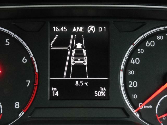 パークアシスト(駐車支援システム)は縦列駐車車庫入れ時に駐車スペースの検出とステアリング操作を自動で行い駐車のサポートをします。また縦列駐車からの発進時も自動でステアリング操作を行います。
