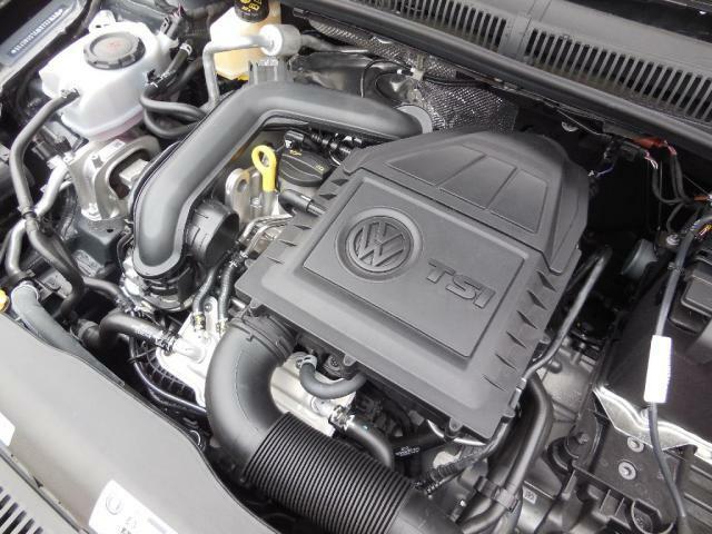 軽量の1.0L TSIエンジン。ダイレクトインジェクション(直噴)とターボ(過給)で小排気量とは思えない力強いパフォーマンスをどの回転レンジからも発揮します。そして低燃費を実現させています。