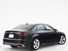 ブラックメタリックが美しいボディ。Sラインパッケージ車のため専用アルミを装着しております。