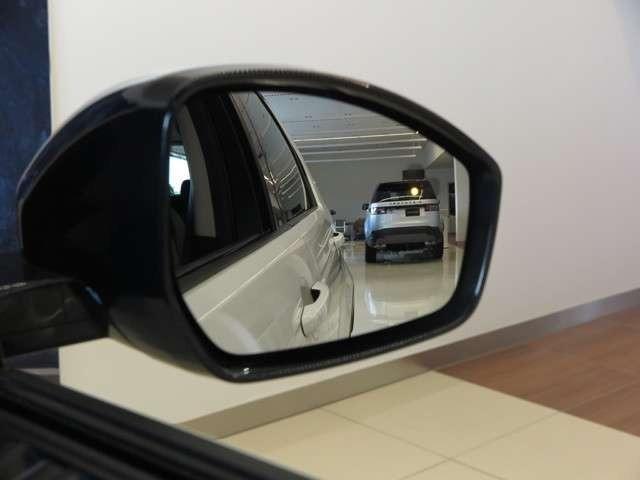 ブラインドスポットモニター(84,000円)。車線変更時に目視できない車を検知すると、検知した側のミラーに警告ライトが点灯。更にステアリングを制御し、アシストしてくれます。