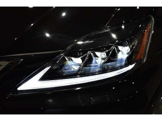 ☆LEDファイバーヘッドライト装備車!【LEDファイバーヘッドライトはハロゲンライトに比べ夜間の視認性にとても優れており、快適かつ安全なカーライフをお楽しみ頂けると思います!】☆