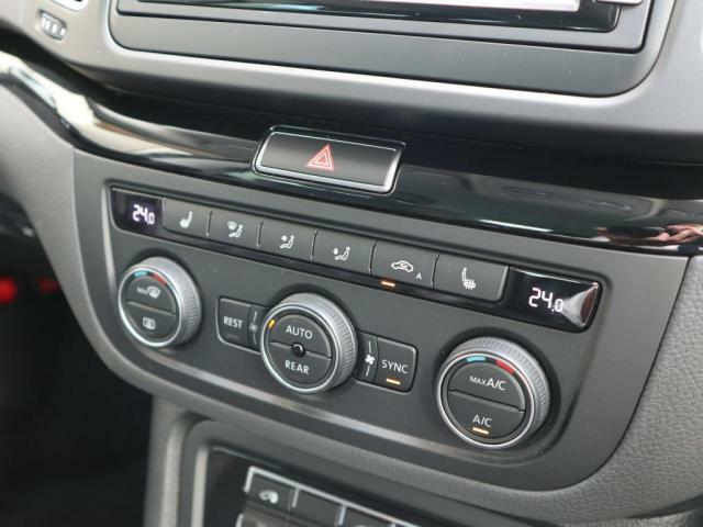 3ゾーンフルオートエアコン。フレッシュエアフィルターも装備されクリーンな室内環境を保ちます。(前席はシートヒーターも完備されています。)