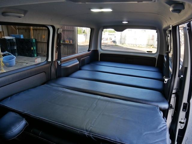 ベッドキット付きで車中泊も可能!