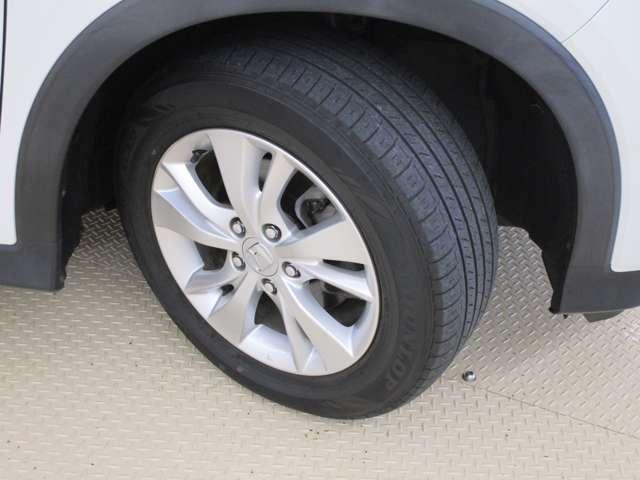 HONDA純正アルミホイール。タイヤサイズは215/60R16です。
