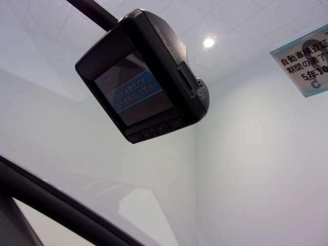 万が一の事故にあった場合でも、ドライブレコーダーがその瞬間の映像を記録しています!事故だけでなく、楽しいお出かけの風景なども録画してくれていますよ♪