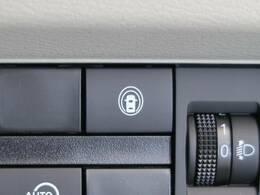 ●【インテリジェントエマージェンシーブレーキ】前方車両や歩行者を検知し万一、ドライバーが安全に減速できなかった場合には自動的に緊急ブレーキを作動させて衝突を回避、または衝突時の被害や傷害を軽減します。