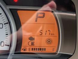 走行距離は517km。メーター内のインフォメーションディスプレイは燃費計やシフトの位置などの様々な情報を提供いたします。