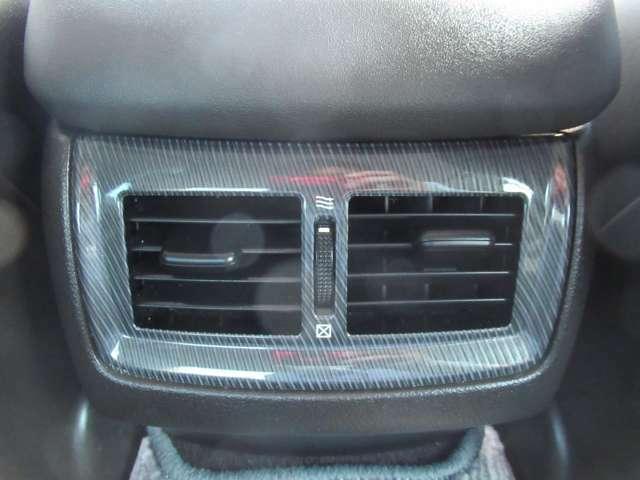 後席でも エアコンの風を直接当たれて 快適にドライブが楽しめます
