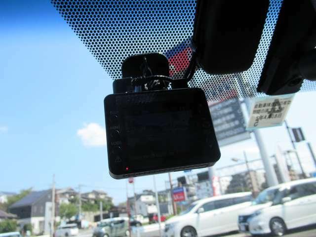 運転走行中の急な事故や煽り運転などしっかり運転のサーポートしてくれるドラレコがあらかじめ備えられているのはうれしいですね!
