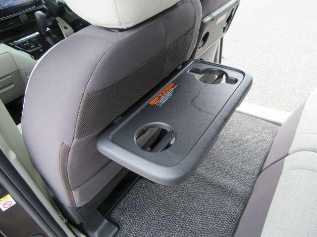 助手席シートバックテーブル☆乳幼児用のドリンクマグ対応です!さらにタブレット端末をかけやすいよう形状にも工夫してあります◎