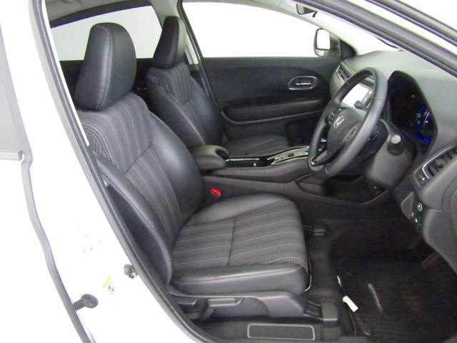 プライバシーガラスが装備されています。外を見るときには気にならずに、後方車両からは車内が見えにくい設計です、周りを気にせず、快適に運転できますよ。