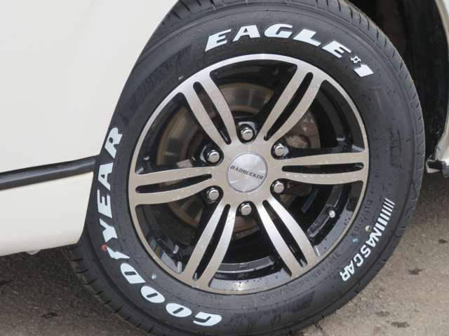 415コブラバッドラッカーブラックポリッシュ16インチにイーグルナスカーホワイトレターバン専用LT規格サイズをチョイスしました。