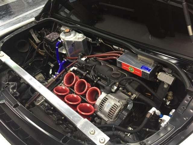 エンジンは水冷V型6気筒横置きDOHCベルト駆動 吸気2 排気2 VTEC排気量は3,000cc!