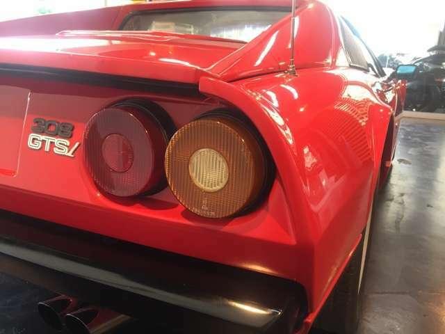 車名の「308」はこの排気量約3,000cc 8気筒エンジンを搭載していることに由来している。
