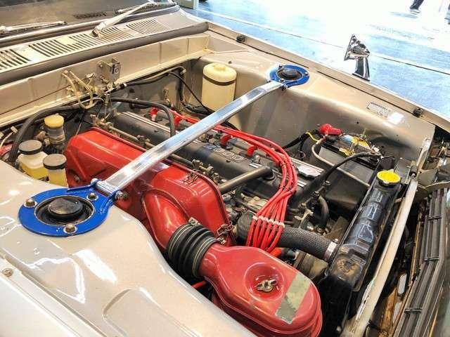 直列6気筒4バルブDOHC2,000ccS20型エンジンを搭載!