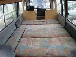ベッド展開も簡単に行えます!納車時に気になる点などご説明もさせていただいております!