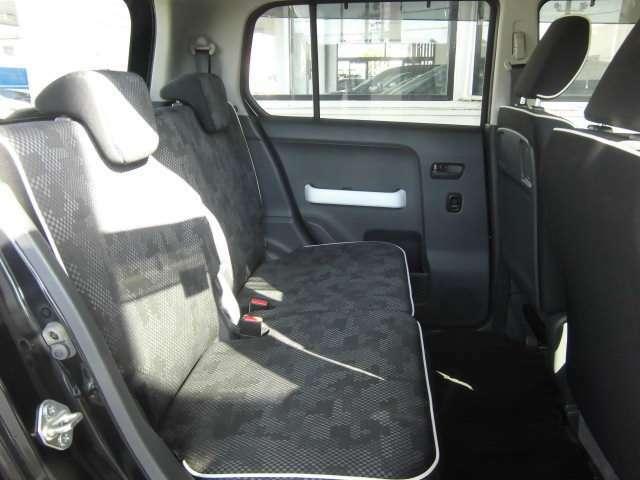 後席も広々ゆったりとしたスペースで快適に乗車いただけます♪