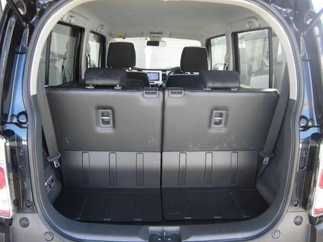 日常の使用に十分な広さの荷室です♪簡単な操作でシートアレンジもできます♪