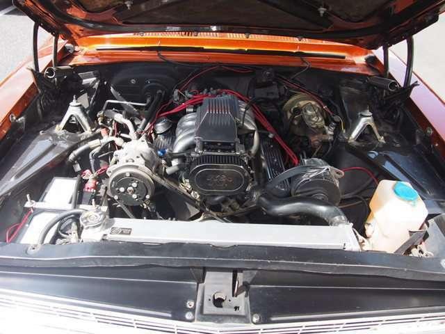 迫力のある5.7L 350 V8エンジン!