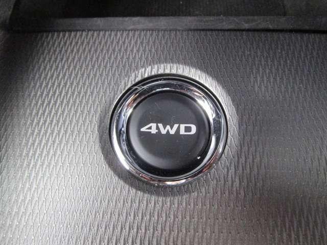 3つのモード  燃費の良い2WD 前後に駆動力を適切に配分する4WDオート 強力なトラクションが得られる4WDロック