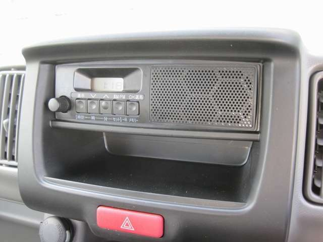 ★ ワンボディのAM/FMラジオを装備。お好みに応じたオーディオやナビを取付ける事も可能!オススメはスズキ純正オプション! こちらからお探し下さい⇒https://www.suzuki.co.jp/accessory_car/every.html