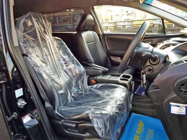 全席にレザー調シートカバーを装着致しております!!