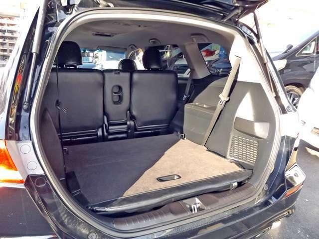 サードシートは収納式になっております!!