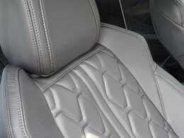パッケージオプション レザーパッケージを装備した車両です。シート素材は柔らかな質感のナッパレザーシート。【プジョー大府0562-44-0381】