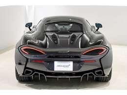 McLaren P1にインスパイアされた、スリムラインのライトブレードLEDテールライト。