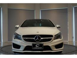 「CLA250」標準装備のAMGライン(AMGスタイリングパッケージ・AMGスポーツステアリング・シルバーダイヤモンドフロントグリル・Mercedes-Benzロゴ入りキャリパー)