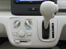 エアコンはマニュアルエアコンを装備☆簡単な操作で室内は快適な空間が保たれます☆