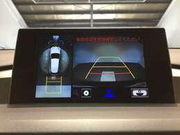 【パノラミックビューモニター】4つのカメラ映像を合成しまるで車の上部がら見ているように表示。狭い道や駐車場で活躍。