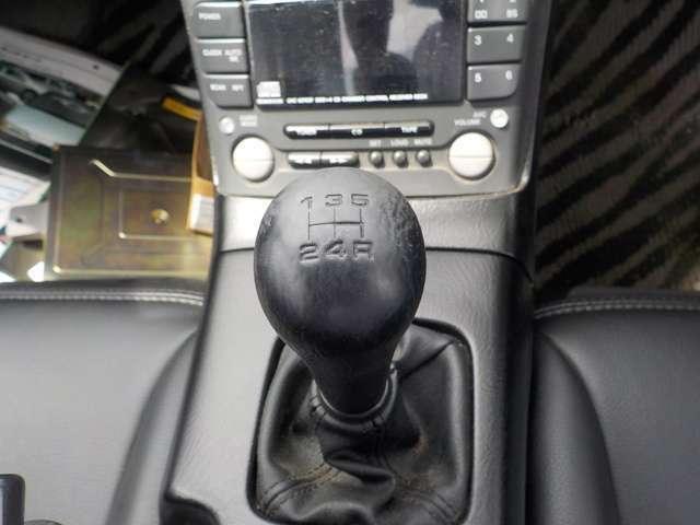 シフトチェンジはなめらかです! 5Fマニュアル車