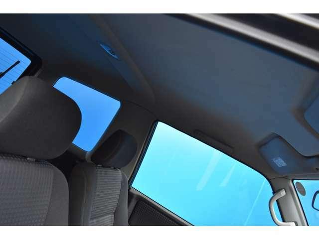天井も綺麗ですよ!オートリアルでは車輛販売からメンテナンス・車検まで一貫して専門スタッフが対応いたします!!お客様に安心してカーライフを過ごして頂けます様にしっかりサポートさせて頂きますよ!!