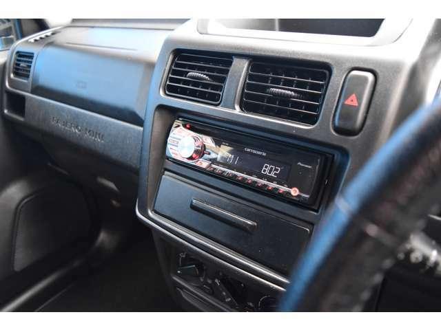 CDプレーヤーも付いておりますのでドライブ中の音楽もバッチリです!!カーライフにオーディオは必須項目ですもんね!オシャレな愛車で楽しいカーライフが待っておりますよ!ぜひぜひお気軽にお問合下さい!
